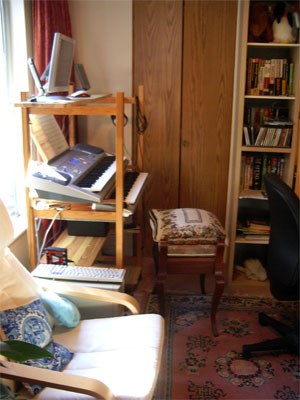 Download a 2048 x 1536 JPG image of Russ Ashworth's his MidiTzer workspace.