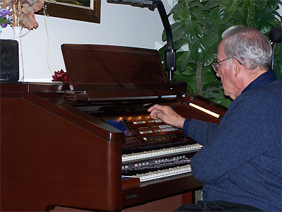 Click here to download a 2576 x 1932 JPG image showing Bob Leonard at the console of the Technics Digital Organ getting it ready to play.
