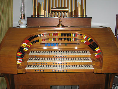 Click here to download a 2592 x 1944 JPG image showing the stop sweep of Bob Leonard's Theatre Organ.