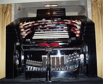 Click here to download a 900 x 729 JPG image showing the right console of the 4/58 Mighty WurliTzer.