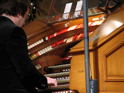 Click here to download a 2592 x 1944 JPG image showing Rob Richards at the console of the J. Tyson Forker Memorial 4/32 Mighty WurliTzer.