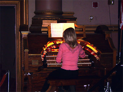 Click here to download a 3648 x 2736 JPG image showing Sue Ward at the console of the Paramount 3/12 Mighty WurliTzer Theatre Pipe Organ.