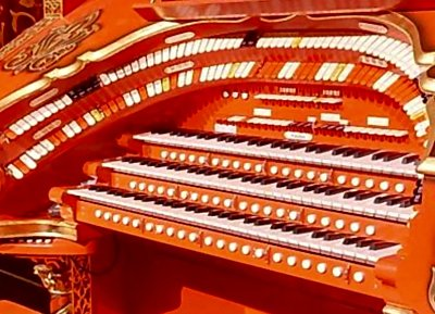 Click here to download a 797 x 575 JPG image of the Tennessee Theatre 3/17 WurliTzer Theatre Pipe Organ playing table.