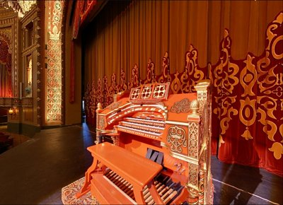 Click here to download a 799 x 579 JPG image of the Tennessee Theatre 3/17 WurliTzer Theatre Pipe Organ console.