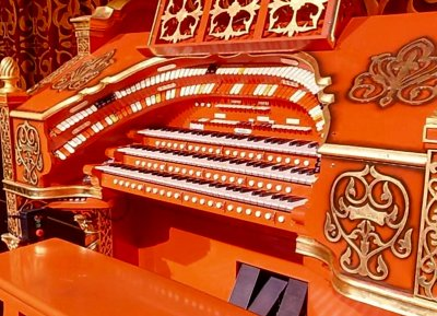 Click here to download a 798 x 576 JPG image of the Tennessee Theatre 3/17 WurliTzer Theatre Pipe Organ stop sweep.