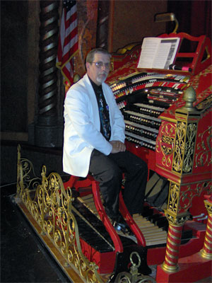 Click here to listen to Tom Hoehn at the console of Big Bertha at the Alabama Theatre for a publicity shot.