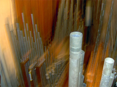 Click here to download a 2048 x 1536 JPG image showing Big Bertha's string chamber.