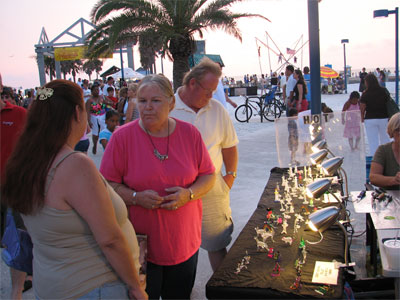 Click here to download a 2592 x 1944 JPG image showing Kimmy, Vicky and Bob shoping for trinkets at pier 60 in Clearwater.
