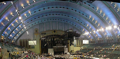 Click here to download a 800 x 395 JPG image showing a concert at Boardwalk Hall.