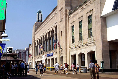 Click here to download a 2000 x 1333 JPG image showing the entrance to Boardwalk Hall.