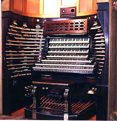 Click here to download a 450 x 465 JPG image showing the seven manual console in the main auditorium.
