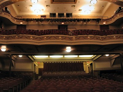 Click here to download a 2816 x 2112 JPG image showing the balcony of the auditorium.