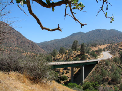 Click here to download a 1600 x 1200 wallpaper sized JPG image showing the Black Gulch Bridge across Black Gulch Creek in the Kern River Valley, California.