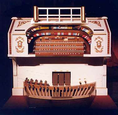 Click here to download a 600 x 402 JPG image showing the console of the 3/11 Mighty Kilgen at the Palace Theatre in Canton, Ohio.