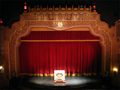 Click here to download a 2592 x 1944 JPG image showing the Mighty Kilgen on stage at the Palace Theatre.
