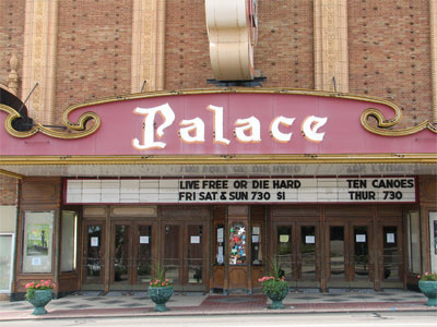 Click here to download a 2592 x 1944 JPG image showing the front entrance to the theatre.