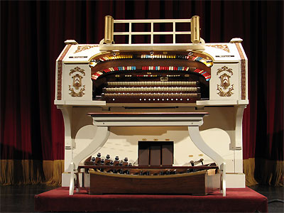 Click here to download a 2592 x 1944 JPG image showing the console of the 3/11 Mighty Kilgen Theatre Pipe Organ.