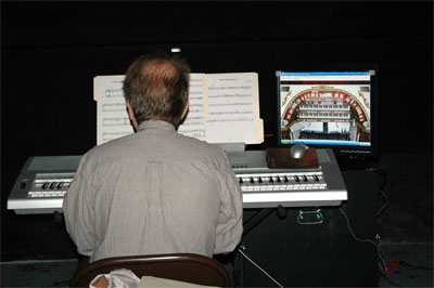 Click here to download a 1504 x 1000 JPG image showing Frank Ripple at the console of Tom McNeely's Mighty Virtual 2/8 Virginia WurliTzer Theatre Pipe Organ from Milan Digital Audio running in Hauptwerk 2.