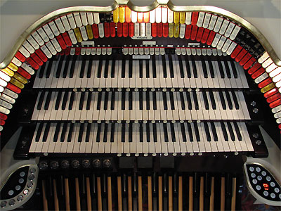 Click here to download a 2592 x 1944 JPG image showing the keydesk of the 3/19 Mighty WurliTzer Theatre Pipe Organ installed at the Civic Theatre in Akron, Ohio.