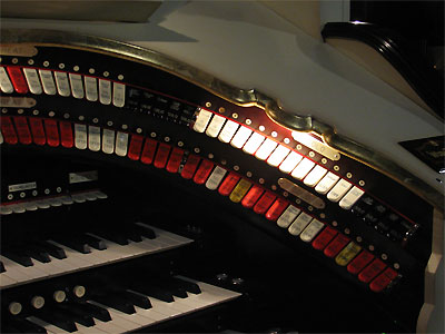 Click here to download a 2592 x 1944 JPG image showing the right bolster of the 3/19 Mighty WurliTzer Theatre Pipe Organ.