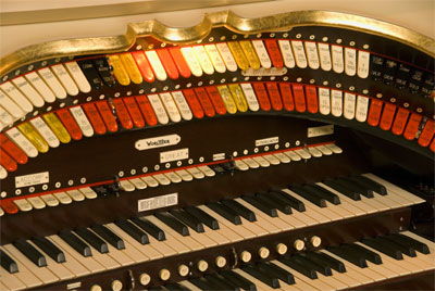 Click here to download a 3072 x 2056 JPG image showing the playing table of the 3/12 Mighty WurliTzer.