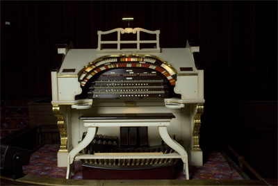 Click here to download a 3072 x 2056 JPG image showing the console of the 3/17 Mighty WurliTzer..