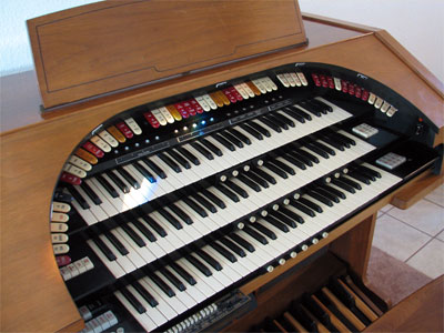 Click here to learn more about the Mighty Conn 650 Analogue Electronic Theatre Organ at Walnut Hill.
