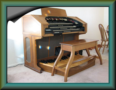 Click here to download a 1024 z 792 JPG image of the 3/17 Mighty Conn 650 Analogue Electronic Theatre Organ, suitable for Windows Desktop Wallpaper.