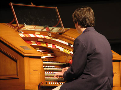 Click here to download a 2592 x 1944 JPG image showing Donnie Rankin at the console of the J. Tyson Forker Memorial 4/32 Mighty WurliTzer.