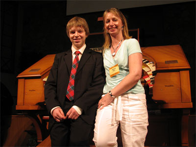 Click here to download a 2592 x 1944 JPG image showing David Gray and his mother posing for the camera.