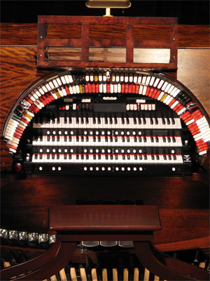 Click here to download a 1944 x 2592 JPG image showing the console of the 3/14 Mighty WurliTzer Theatre Pipe Organ.