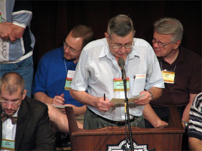 Click here to download a 2592 x 1944 JPG image showing former ATOS Secretary Jack Moelmann speaking to members at the Tampa Theatre during the 51st Annual ATOS Convention of 2006.