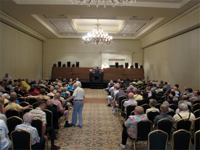 Click here to download a 2592 x 1944 JPG image showing the crowd listening to Walt Strony at the Allen 3/21EX.