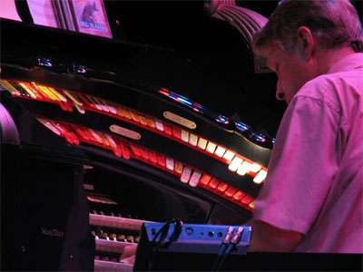 Click here to download a 2592 x 1944 JPG image showing Bill Vlasak at the console of Black Beauty.
