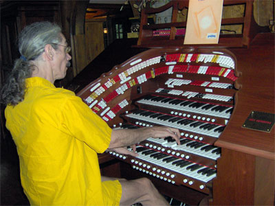 Click here to download a 2048 x 1536 JPG image showing the Bone Dopctor at the console of Ron Carter's Mighty Allen GW-IV Digital Theatre Organ installed in Marietta, Georgia.