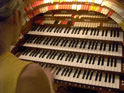 Click here to download a 2048 x 1536 JPG image looking over the Bone Doctor's shoulder as he plays the J. Tyson Forker Memorial 4/32 Mighty WurliTzer Theatre Pipe Organ installed at Grace Baptist Church in Sarasota, Florida.