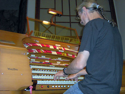 Click here to go to download a 2048 x 1536 JPG image of the Bone Doctor doing what he loves best - playing the Mighty WurliTzer Theatre Pipe Organ!