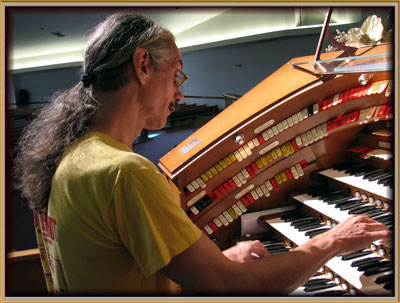 Click here to download a 2672 x 2044 JPG image showing the Bone Doctor at the console of the J. Tyson Forker Memorial 4/32 Mighty WurliTzer Theatre Pipe Organ installed at Grace Baptist Church in Sarasota, Florida.
