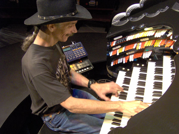 Click here to download a 2048 x 1536 pixel image of the Bone Doctor at the console of the Roaring 20's Pizza and Pipes 4/42 Mighty WurliTzer Theatre Pipe Organ.