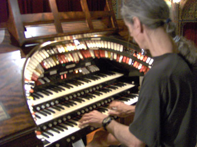 Click here to download a 2048 x 1536 JPG image of the Bone Doctor at the console of the 3/14 Mighty WurliTzer Theatre Pipe Organ