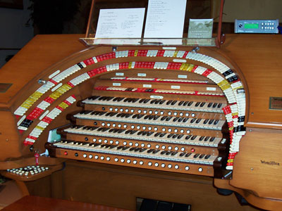 Click here to download a 2032 x 1534 JPG image looking at the keydesk of the J. Tyson Forker Memorial 4/32 Mighty WurliTzer Theatre Pipe Organ installed at Grace Baptist Church in Sarasota, Florida.