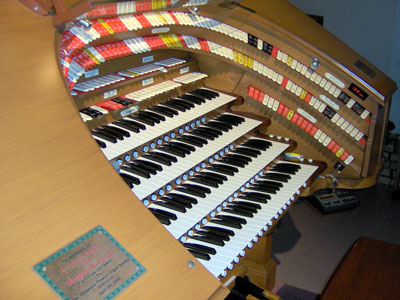 Click here to download a 2032 x 1534 JPG image showing a close up of the the keydesk of the J. Tyson Forker Memorial 4/32 Mighty WurliTzer Theatre Pipe Organ installed at Grace Baptist Church in Sarasota, Florida.