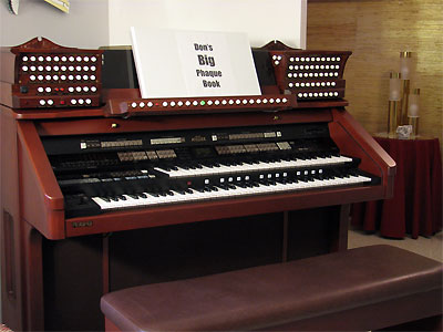 Click here to download a 2592 x 1944 JPG image showing the keydesk of the Mighty Roland Atelier Digital Orchestral Organ installed at the residence of Don Frerichs in Cleveland, Ohio.