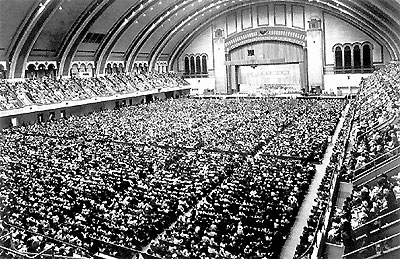 Click here to download a 513 x 333 GIF image showing a full house at Boardwalk Hall.