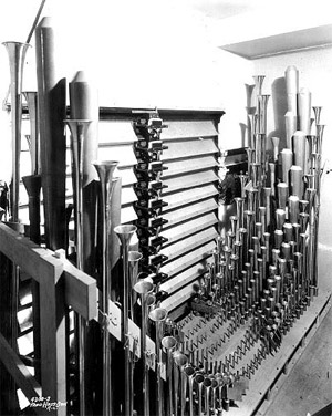 Click here to download a 401 x 503 JPG image showing the pipes installed in Gallery IV, one of the eight chambers.