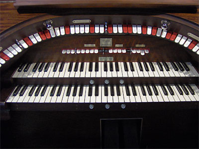 Click here to download a 2048 x 1536 JPG image showing the stop sweep of the 2/9 Mighty WurliTzer Theatre Pipe Organ installed at Dave Geiger's residence in Columbus, Ohio.