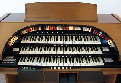 Click here to download a 1600 x 1104 JPG image showing the stop sweep of the Mighty Conn 650 analogue electronic theatre organ.
