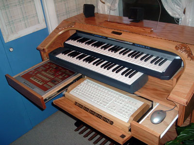 Click here to download a 2048 x 1536 JPG picture of Dan's Mighty MidiTzer console with the drawers open.