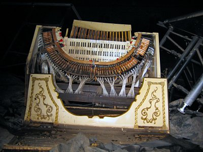 Click here to download a 3072 x 2304 JPG image showing the remains of the Mighty WurliTzer and Paramount Theatre destroyed by flooding in Cedar Reapids, Iowa.