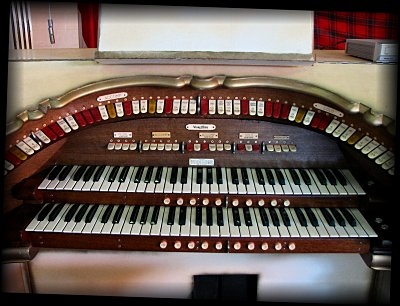 Click here to download a 1600 x 1200 JPG image showing the playing table of the 2/10 Mighty WurliTzer Theatre Pipe Organ installed at the Republic of West Florida Museum in Jackson, Louisiana.